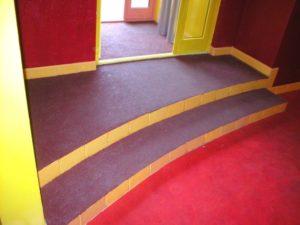 Антискользящее покрытие напольной плитки
