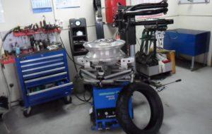 Оборудование для шиномонтажа — перечень зависит от формата. Мини-шиномонтаж, мобильный и универсальный