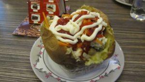 Фаст-фуд запеченный картофель